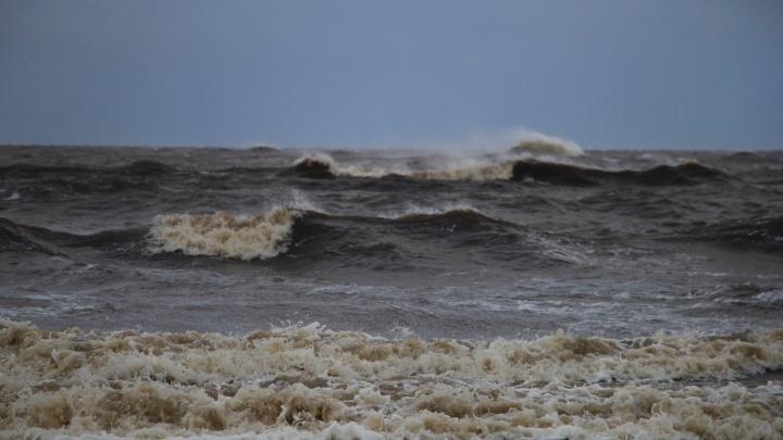 Соловецкие спасатели выручили туристов, терпящих бедствие в Белом море