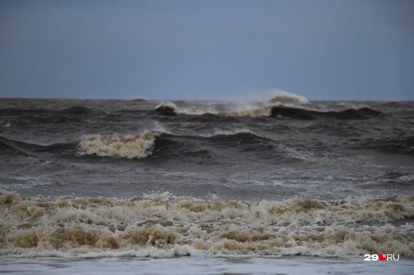 Туристам не повезло с погодой — на Белом море были в этот день двухметровые волны