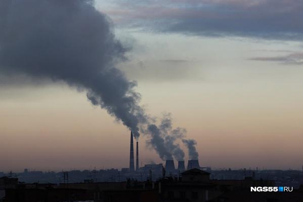 На крупнейшем энергетическом предприятии Омска нашли пятерых носителей коронавируса. Впрочем, это предварительные данные: нужны результаты двух тестов, а не одного