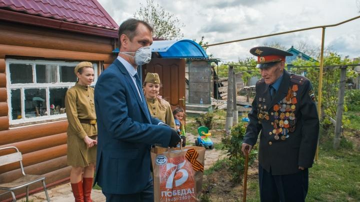 Волонтеры «ЕвроХим-ВолгаКалия» передали подарки ветеранам Котельниковского района