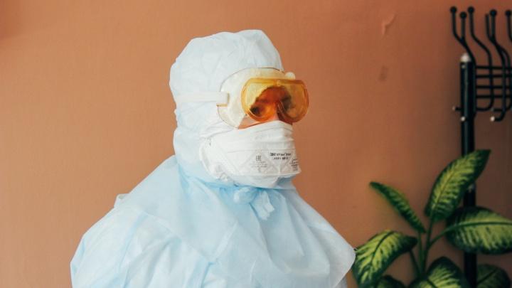 «Покупка маски — не повод, чтобы выйти из дома»: мы задали вопросы наших читателей на горячей линии