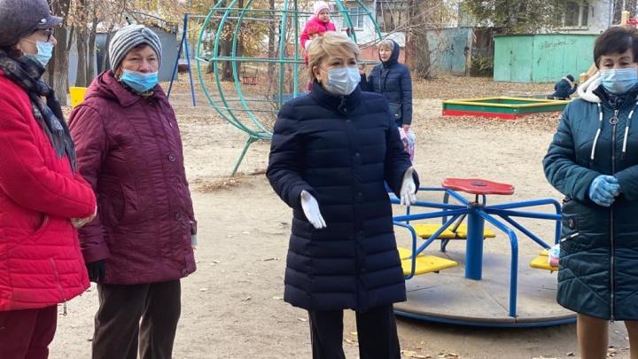 Ирина Гусева помогла согреться замерзающим волгоградцам