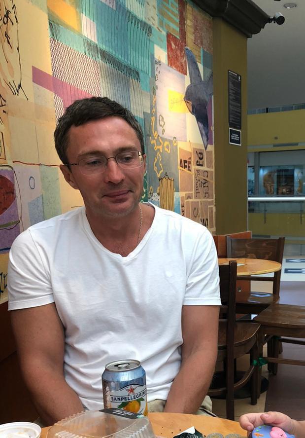 Вадим Рожков-Манин последний раз в России был 13 марта 2020 года, большую часть времени он живет в США и Мексике