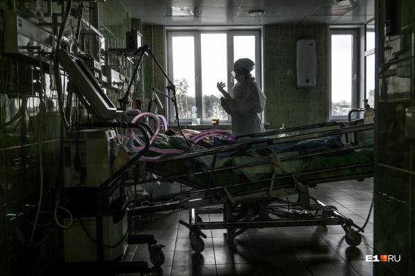 Пациентов в тяжелом состоянии стало больше на сто человек