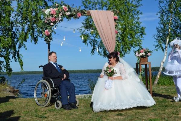 Волонтеры сделали Юлии и Олегу шикарную свадьбу на «Огонь Пляже»