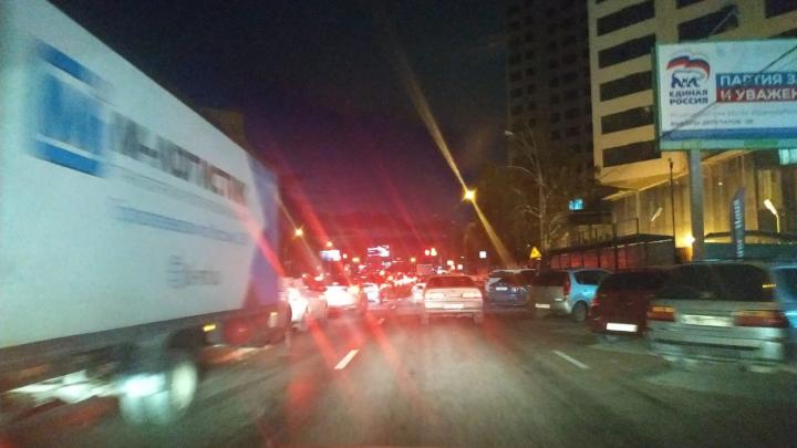 В Новосибирске массовая авария затруднила проезд по Октябрьском мосту