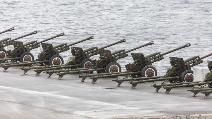 В полдень волгоградские военные поздравят всех защитников выстрелом из легендарных пушек