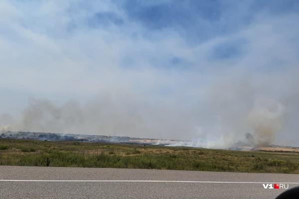 Степь горит в Иловлинском районе