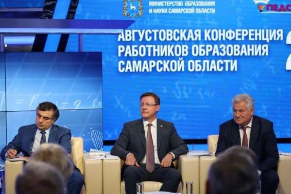 Слева направо: министр образования и науки СО Виктор Акопьян, губернатор Дмитрий Азаров, председатель совета ректоров СО Геннадий Котельников