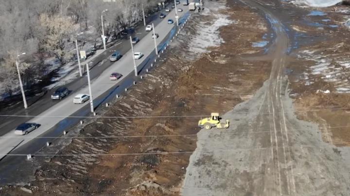 Фрунзенский мост протянут над железной дорогой: видео