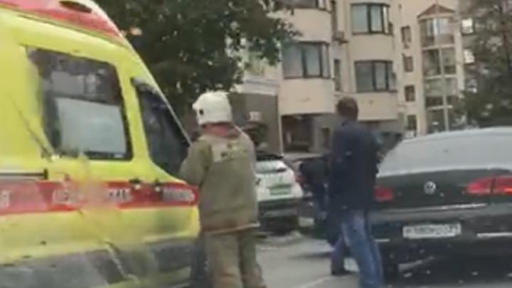 В столкновении двух иномарок на Белинского пострадал мужчина