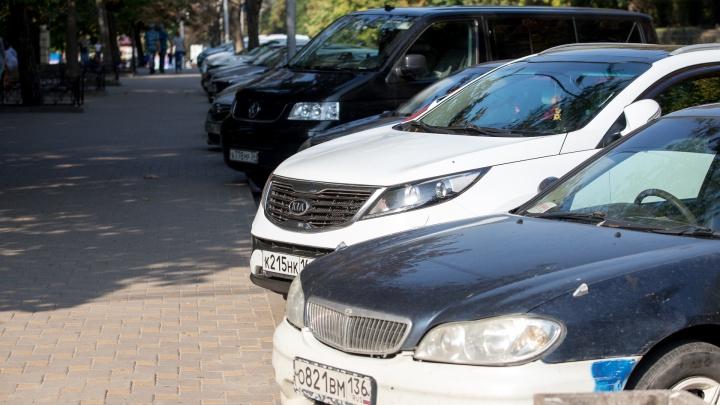 Парковки в центре Ростова хотят сделать бесплатными для силовиков и чиновников