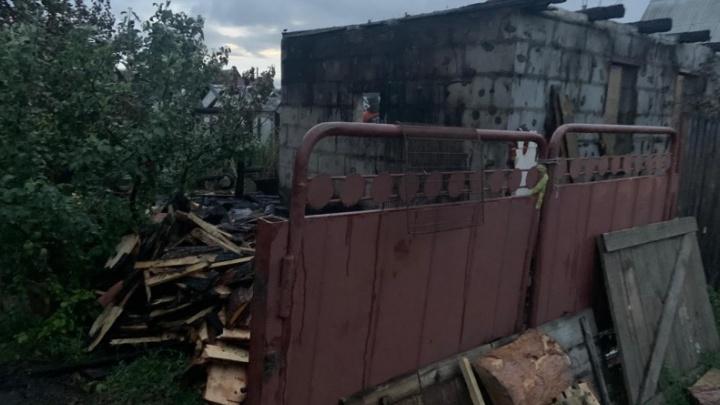 В Кургане во время пожара в СНТ погиб мужчина