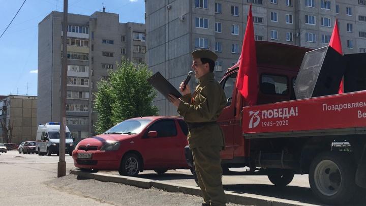 Курганские артисты поздравляют ветеранов с Днем Победы выездными концертами