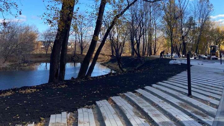 В «Ерик-парке» в Волгаре установили столы для шахмат и рабочие места для фрилансеров