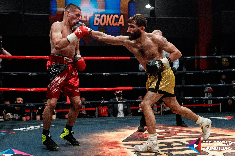 Евгений Ляшков (слева) победил, но остался недоволен боем