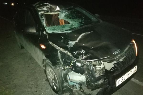 Судя по кадрам, удар пришелся на правую часть салона автомобиля