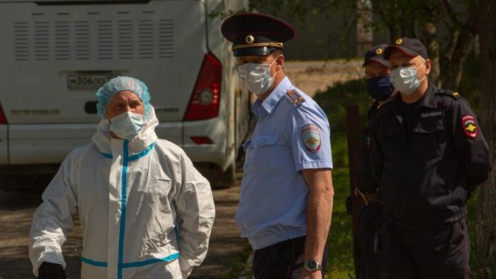 Зауральца с COVID-19, отказавшегося от лечения, принудительно отправили в больницу