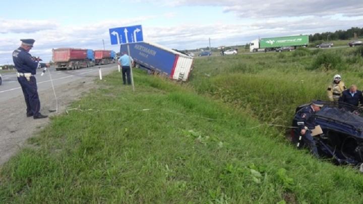 Грузовик почти проехал перекрёсток: видео из кабины фуры, попавшей в ДТП на Тюменском тракте
