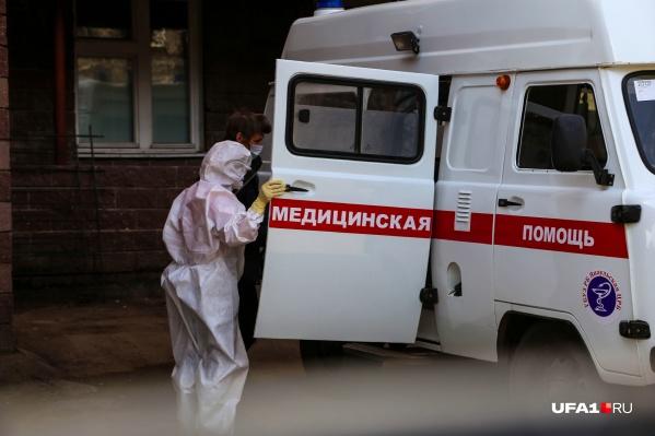 Пациенты продолжают поступать в стационары региона на автомобилях скорой помощи