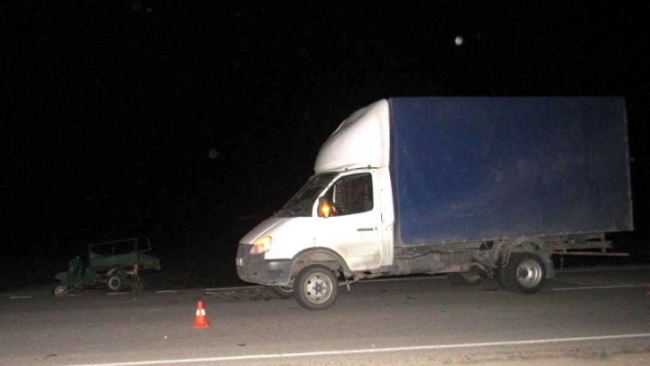 Волгоградец на мотороллере выжил в ДТП с двумя грузовиками