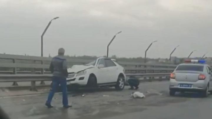 В Волгограде в столкновении Mercedes и КАМАЗа погибли три человека