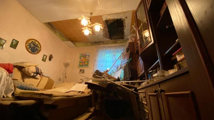 Повезло, что не ночью: в жилой двухэтажке на ВИЗе рухнул потолок