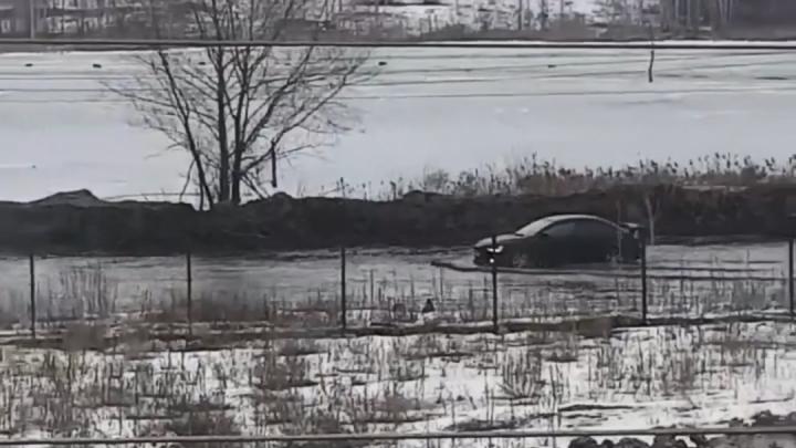 Видео дня. Машины «плывут» по Дзержинску
