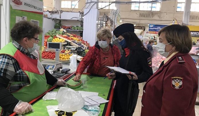 Оштрафовали за спущенную маску: в Ярославле прошли облавы на рынках