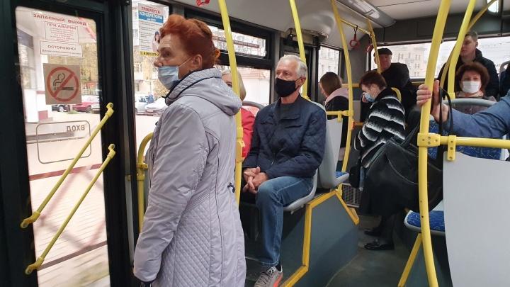 «Принципиально не надела?»: ярославцы разругались из-за бабушки, оштрафованной из-за маски