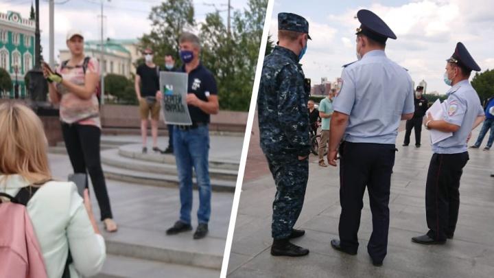 Екатеринбуржцы не дали полицейским задержать активиста, который вышел в поддержку Фургала
