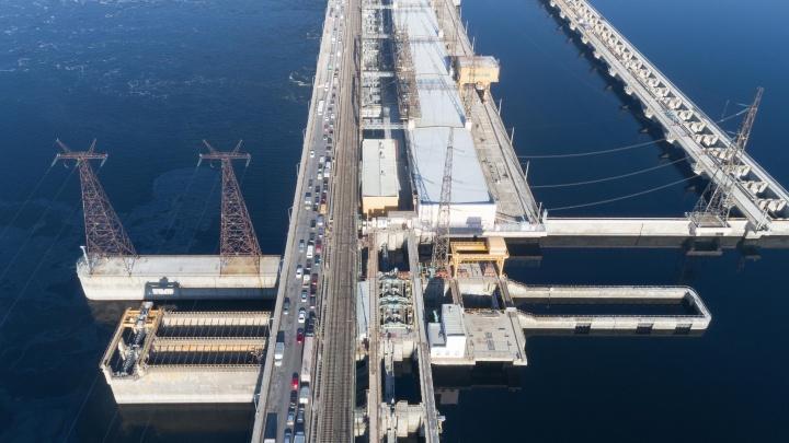 «Дорога будет полностью открыта»: загруженную плотину Волжской ГЭС вновь пообещали избавить от пробок