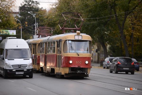 Пять трамваев изменят маршрут на несколько дней