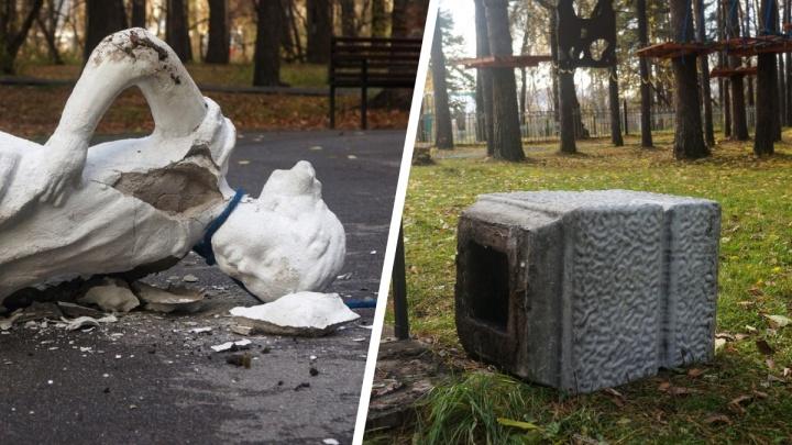 В Новосибирске вандалы разгромили ночью парк на Первомайке