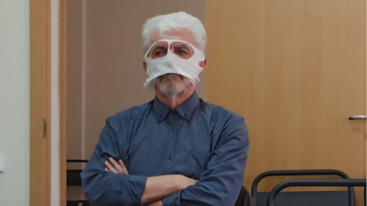 «Карнавальное» заседание по иску против масочного режима Бочарова снова завершилось ничем