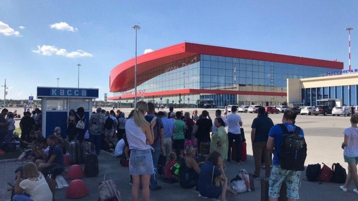 Из-за сообщения о минировании из челябинского аэропорта эвакуировали людей