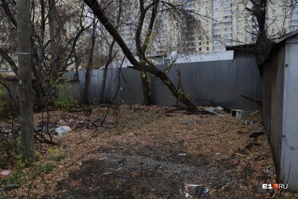 Тело Руслана Валеева было найдено за этими гаражами