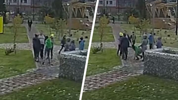Новосибирец вступился за сыновей и избил 10-летнюю девочку на детской площадке