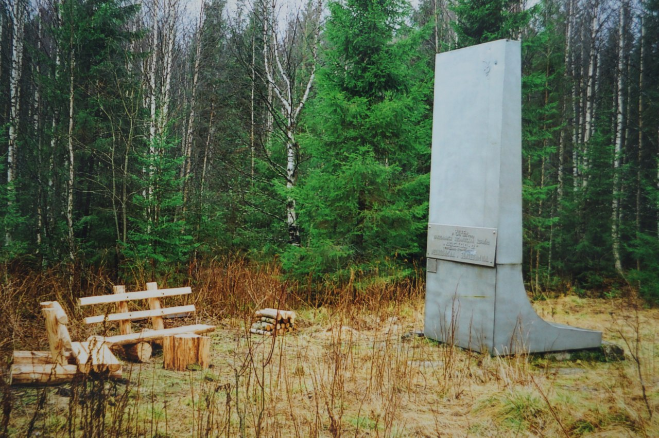 Шестиметровую стелу из титана, установленную в 1968 году, украли вандалы