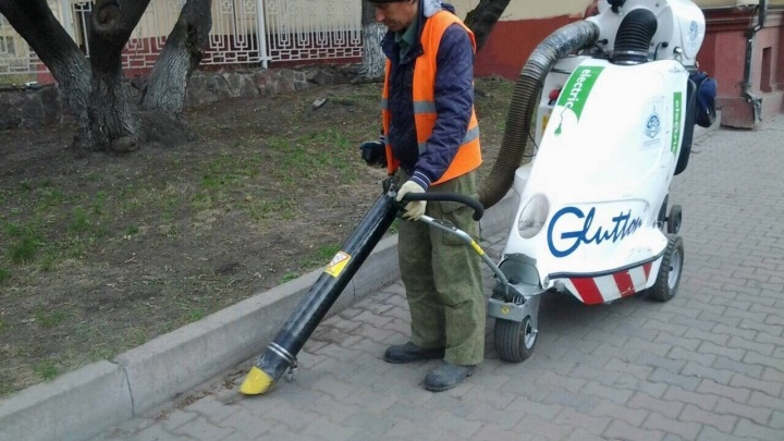 «Убирает даже стеклянные бутылки»: в Красноярске создали дешевый аналог уличного пылесоса