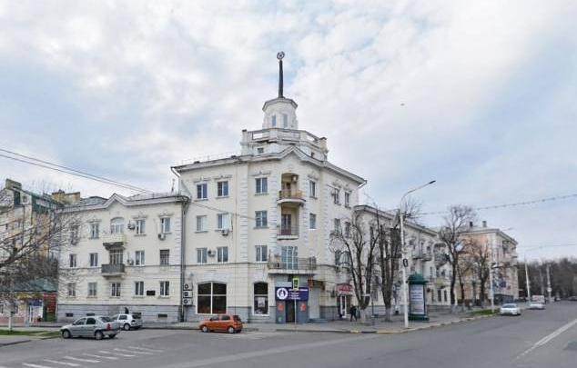 В Новочеркасске со знаменитого «здания со шпилем» упал шпиль