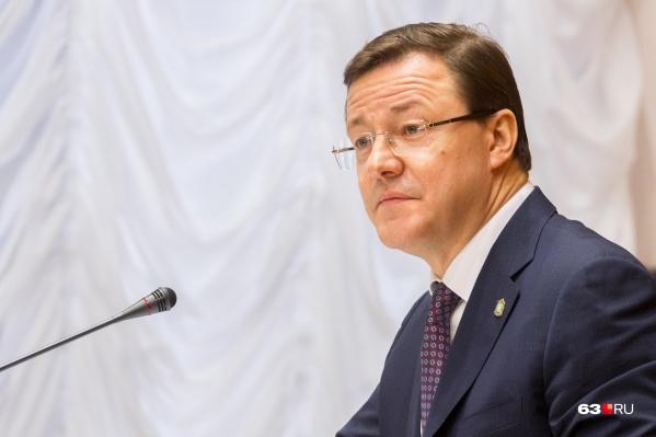 Дмитрий Азаров ответил читателям своего инстаграм-аккаунта в эфире местной телекомпании