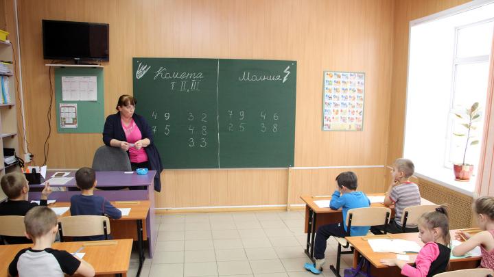 Школьные каникулы в Омской области решили пока не удлинять