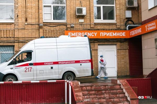 Новые заболевшие продолжают прибывать в ковидные госпитали
