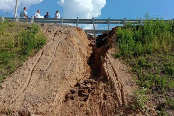 Комиссия обследовала размытый мост в Некрасовском районе
