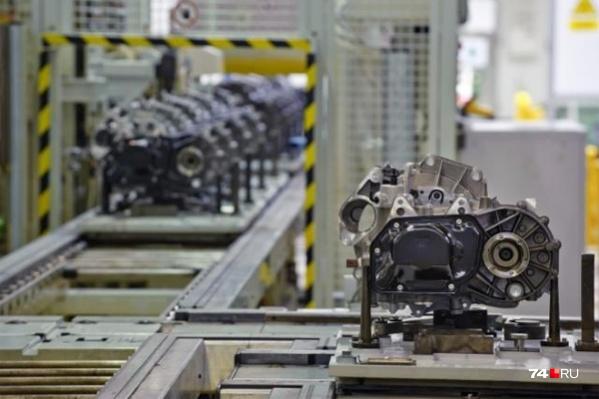 Большая часть автомобилей для российского рынка производится внутри страны, но вот компоненты для них везут со всего мира, так что дефицит не исключён