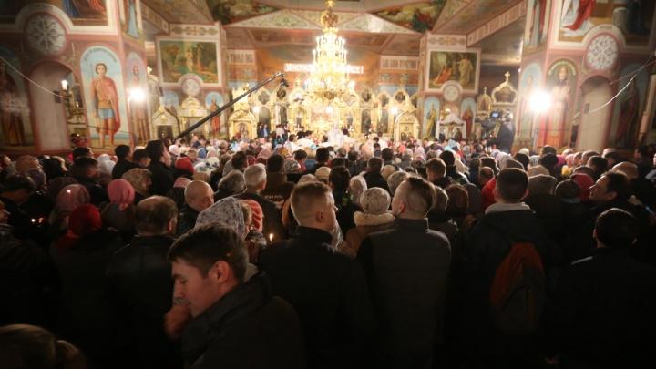 «Никто не защищён»: новосибирцы требуют у губернатора запретить верующим ходить в храмы на Пасху