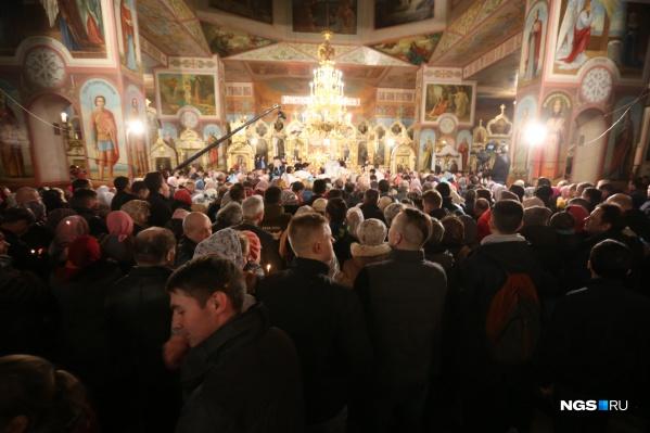 Каждый год тысячи новосибирцев собираются в храмах
