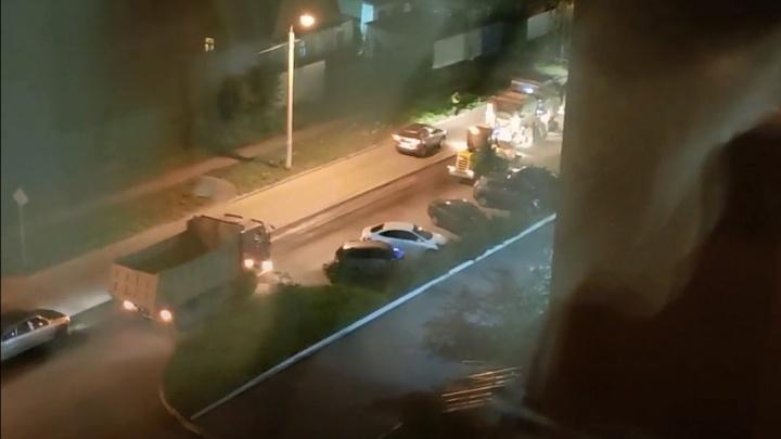 Челябинцев возмутил ночной ремонт дорог. Что на это ответили в мэрии