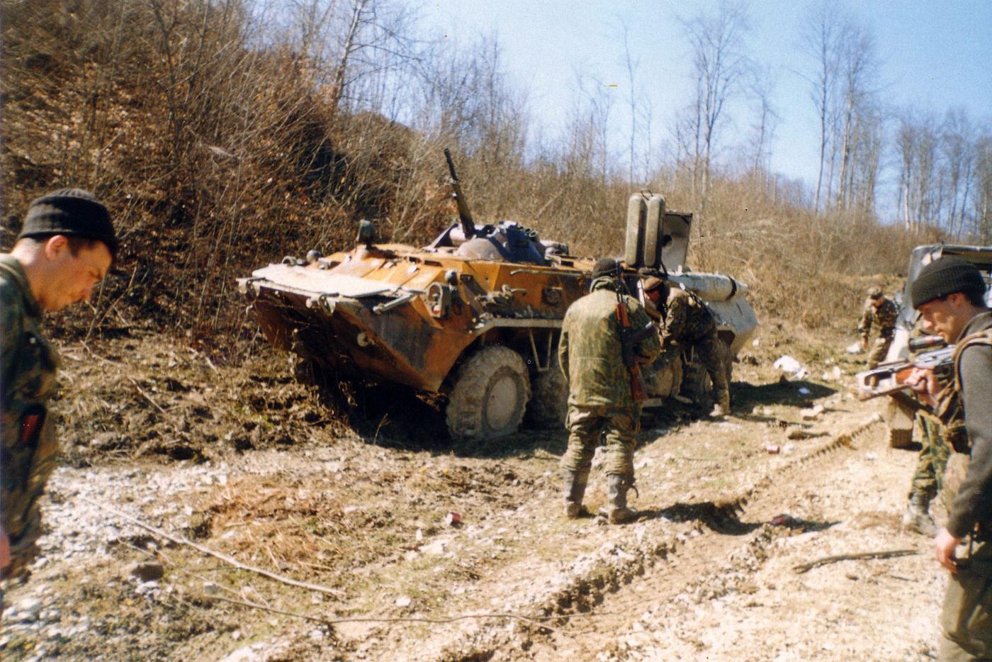 БТР после столкновения с боевиками